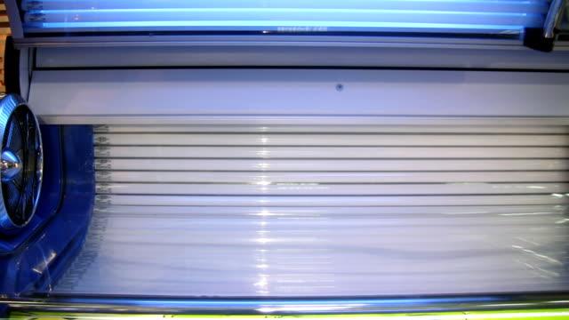 stockvideo's en b-roll-footage met solarium (hd) - gebruind