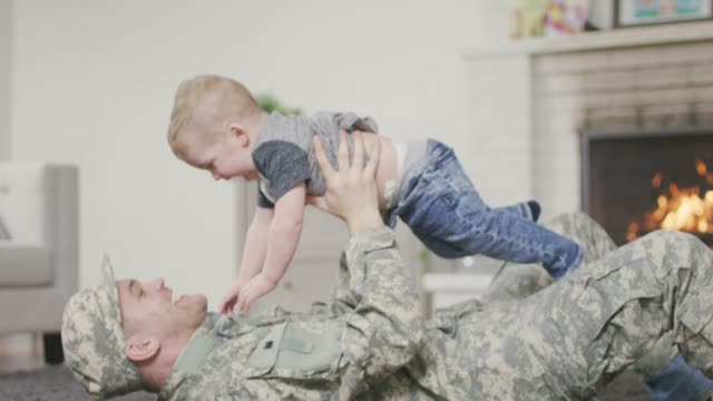 soldier father playing with his baby boy - рядовой стоковые видео и кадры b-roll
