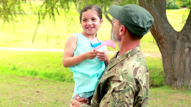 Soldier reunite with his daughter video