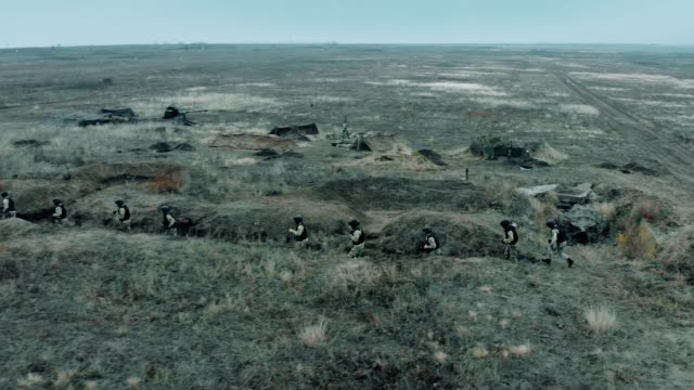Soldiers of the artillery in the steppe change locations