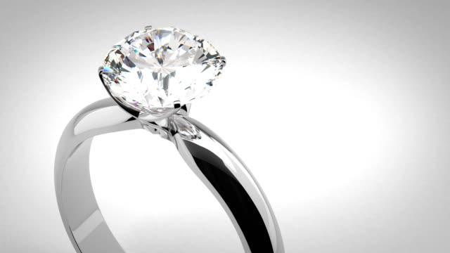 stockvideo's en b-roll-footage met solitaire diamantring - ring juweel