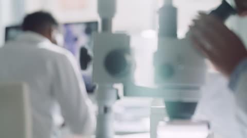 vidéos et rushes de parfois, seul un regard plus profond est nécessaire - biologie