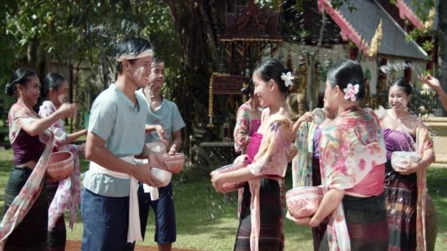 vídeos de stock, filmes e b-roll de festival songkran: ano de novo budista na tailândia - ano novo budista