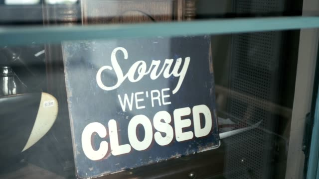 es tut uns leid, dass wir geschlossen - geschlossen allgemeine beschaffenheit stock-videos und b-roll-filmmaterial