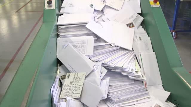 vídeos de stock e filmes b-roll de sorting letters - correio
