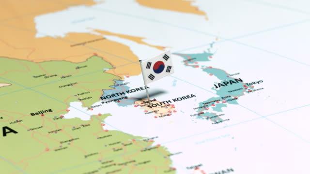 kore cumhuriyeti ulusal bayrak ile - güney kore stok videoları ve detay görüntü çekimi