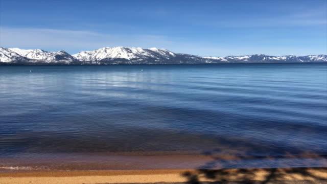 South Lake Tahoe met de bergen in het voorjaar video