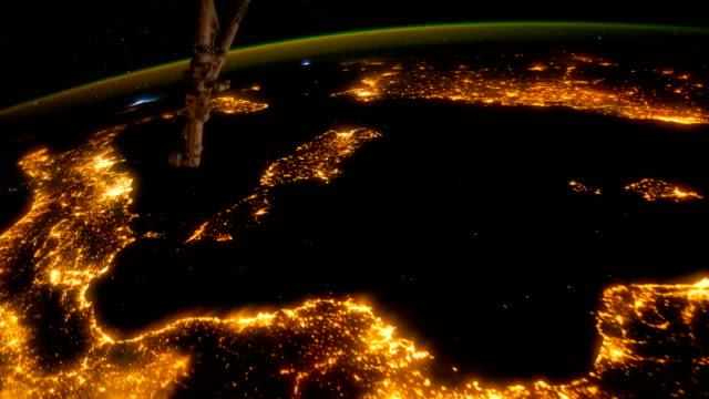 europa meridionale vista dallo spazio - iss - campo gravitazionale video stock e b–roll