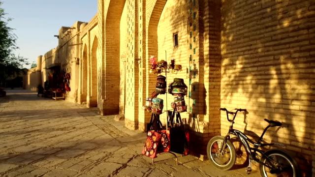 烏茲別克斯坦希瓦的紀念品商店。 - 亞洲中部 個影片檔及 b 捲影像