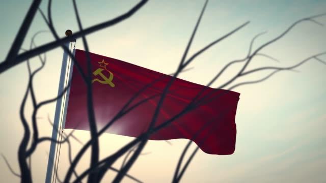 stockvideo's en b-roll-footage met sovjet communisme russische vlag die op vlaggenmast golft - videoanimatie - rusland