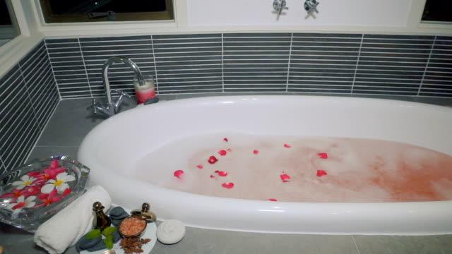 spa-konzept. - sauna und nassmassage stock-videos und b-roll-filmmaterial