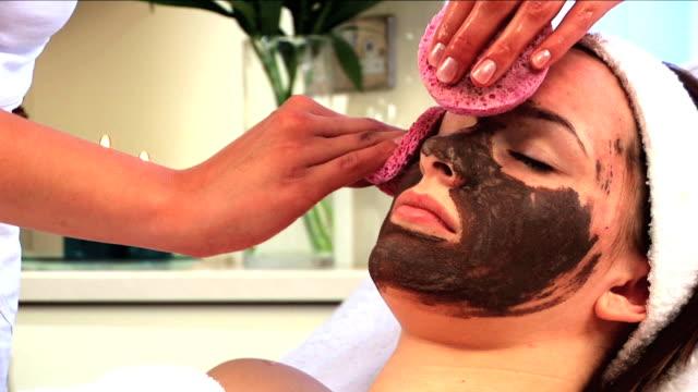 spa treatment & beauty - hälsosalong bildbanksvideor och videomaterial från bakom kulisserna
