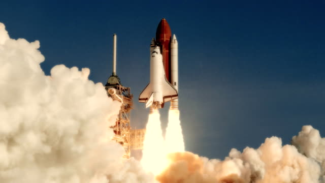space shuttle start in zeitlupe. (nasa-logo entfernt) - rakete stock-videos und b-roll-filmmaterial