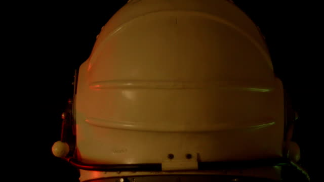 space suit helmet - pezze di stoffa video stock e b–roll