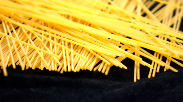 spaghetti-herbst-slow-motion - spaghetti stock-videos und b-roll-filmmaterial