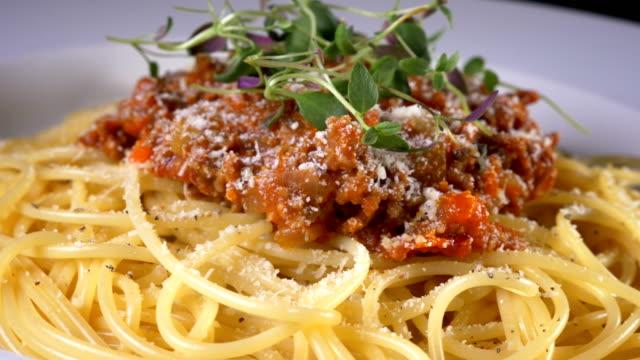 spaghetti pasta video