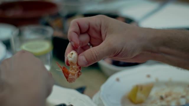 vídeos de stock e filmes b-roll de spanish local lunch. - etnicidade ibérica