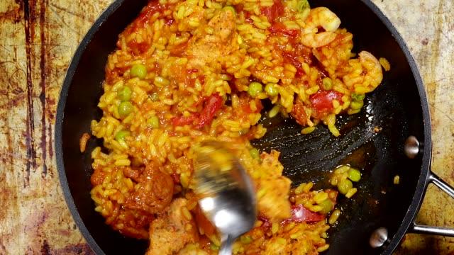 Paella poulet Style espagnol - Vidéo