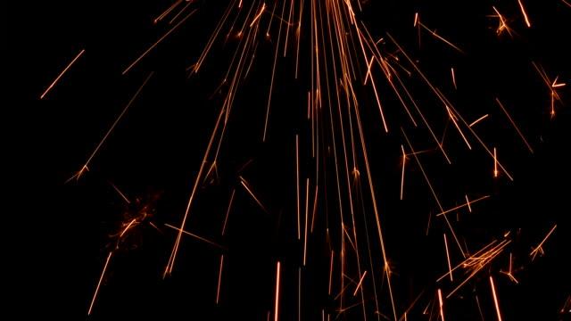 sparks falling - kıvılcım stok videoları ve detay görüntü çekimi