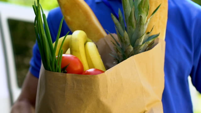 special delivery of fresh organic fruit and vegetables, online order shipment - icona supermercato video stock e b–roll