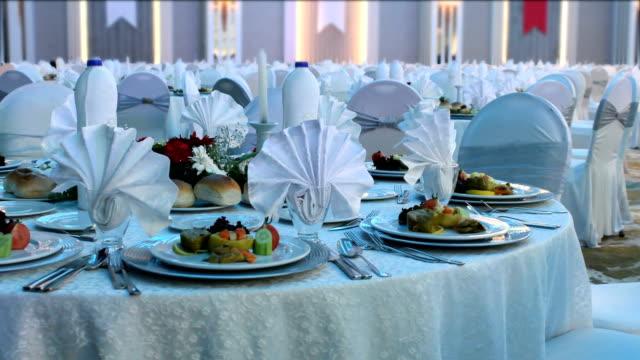 vídeos de stock, filmes e b-roll de jantar especial - eventos de gala