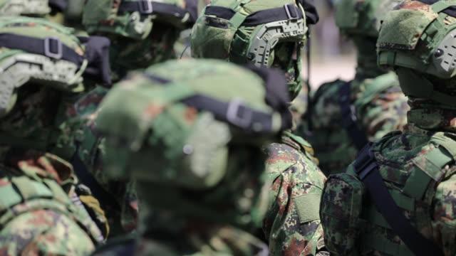 vídeos y material grabado en eventos de stock de fuerzas especiales marchando en desfile militar - brigada