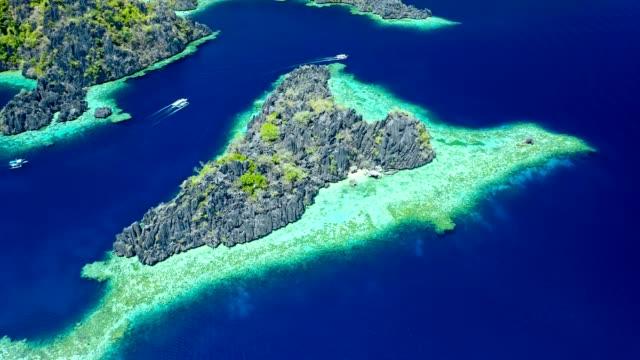 vídeos de stock e filmes b-roll de spectacular landscape of coron island in philippines - sudeste