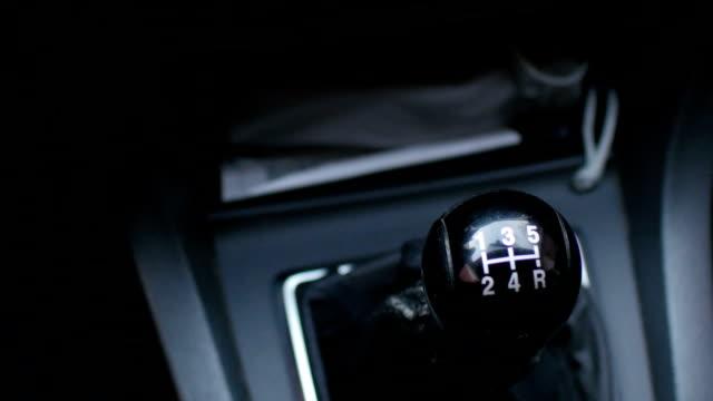 speed gear shifter bil - växelspak bildbanksvideor och videomaterial från bakom kulisserna