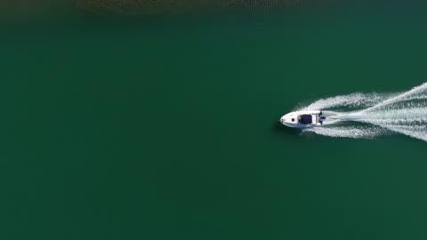 vidéos et rushes de vue aérienne de bateau - transport nautique