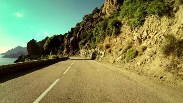 Speedy Rally Cámara a bordo de coche en carretera en Córcega - vídeo