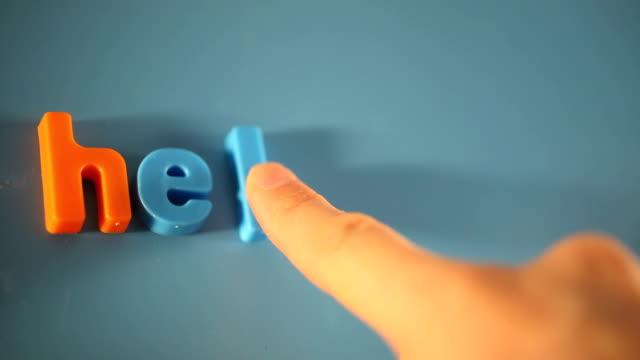 spell help me with 3d letter - stavning bildbanksvideor och videomaterial från bakom kulisserna