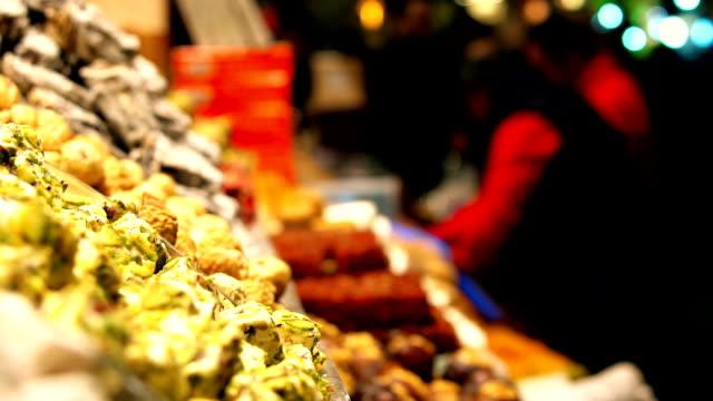 spice stall in the grand bazaar in istanbul, turkey - grand bazaar video stock e b–roll