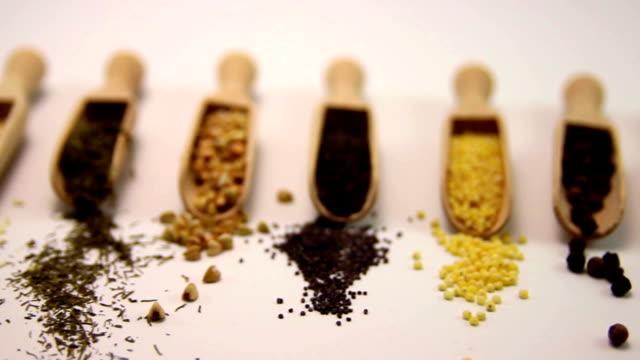 kryddor. krydda i träsked. örter, saffran, kanel - saffron on white bildbanksvideor och videomaterial från bakom kulisserna