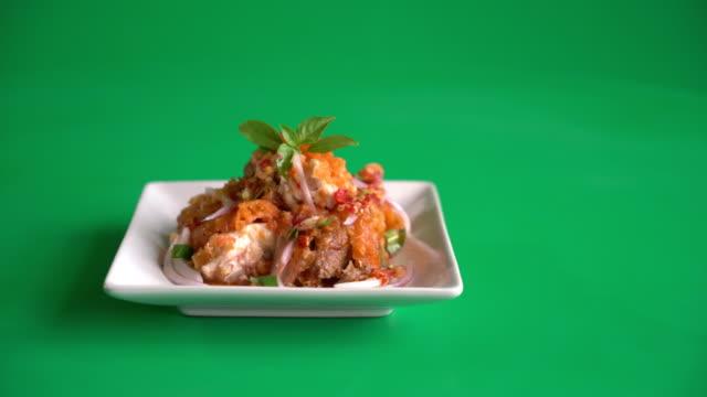 spicy fried chicken salad video