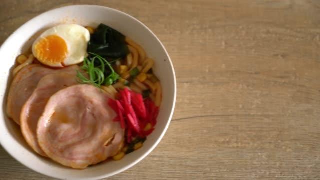 kryddig miso udon ramen nudlar med fläsk - misosås bildbanksvideor och videomaterial från bakom kulisserna
