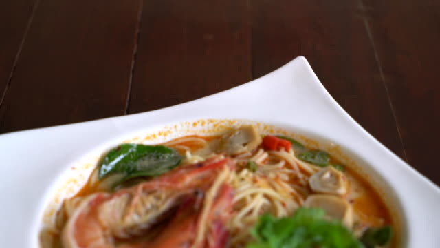 spicy spaghetti with shrimp (tom yum kung) video