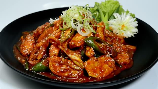 spicy stir fried chicken with korean sauce (dak- bokkeum) korean food - sesamo video stock e b–roll
