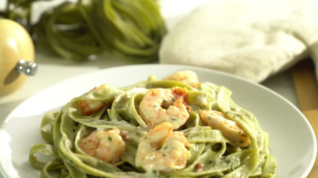 spinach fettuccini pasta with shrimp video