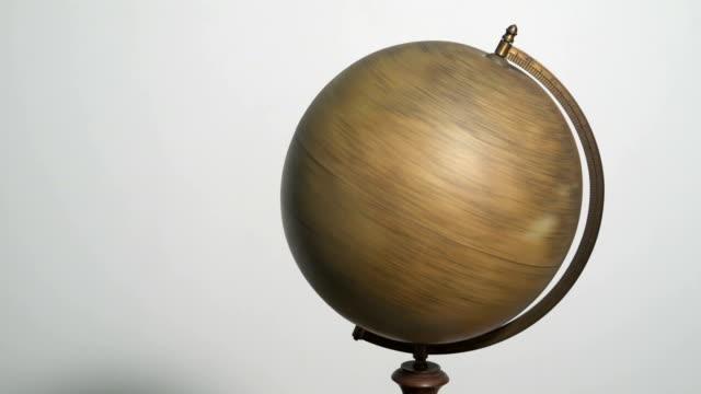 spinning a globe - virvlande bildbanksvideor och videomaterial från bakom kulisserna
