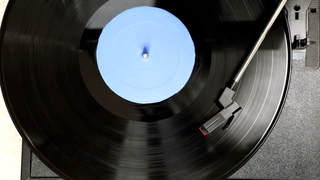 spinning record - giradischi video stock e b–roll