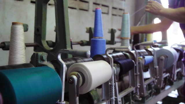 spinning spools wheel of colourful threads on a loom machine. - индустрия моды стоковые видео и кадры b-roll
