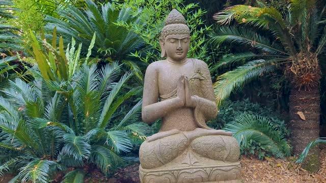 vídeos de stock e filmes b-roll de spiritual statue - buda