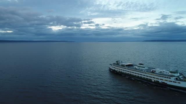 vídeos de stock e filmes b-roll de m/v spokand passanger ferry edmonds washington usa - embarcação comercial