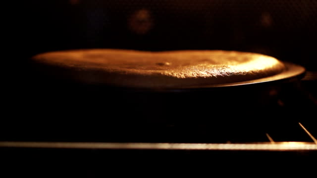 sponge cake baked in the oven video