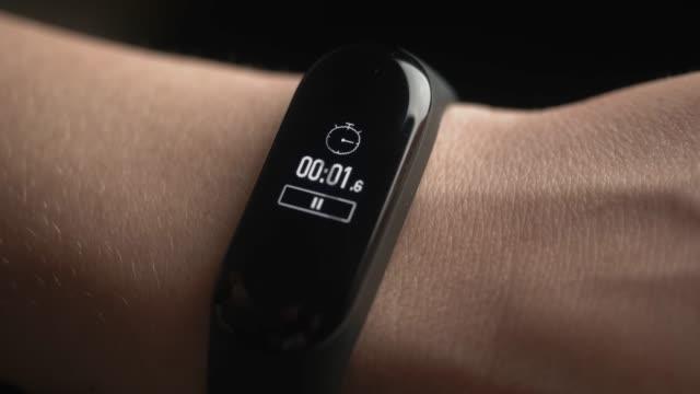 sports bracelet stopwatch close-up - браслет стоковые видео и кадры b-roll