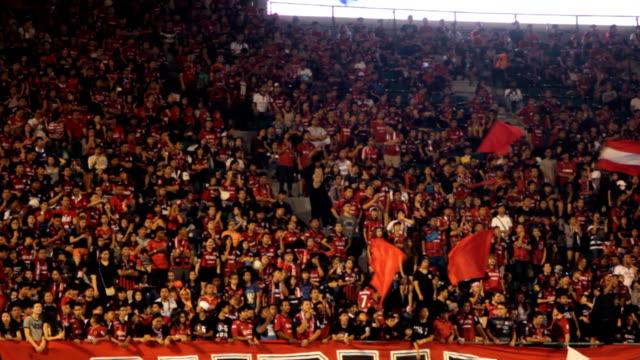 スポーツスタジアムます。デフォーカスます。群衆のスポーツスタジアムます。 - 応援点の映像素材/bロール