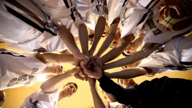 vídeos y material grabado en eventos de stock de unidad de equipo de deportes - entrenador