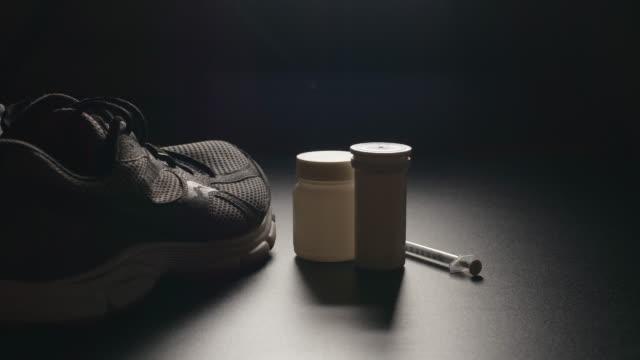 doping: sportshoes ve haplar-dolly - doping stok videoları ve detay görüntü çekimi