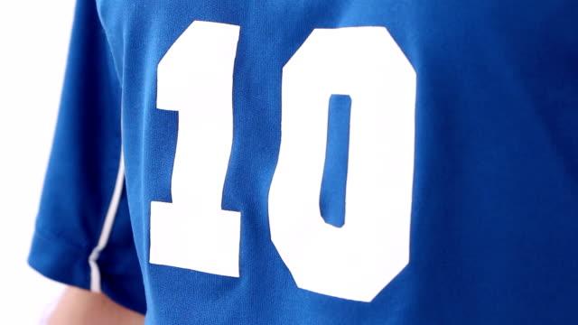 vídeos de stock e filmes b-roll de desportista ou de futebol vestindo roupa nacional italiana - campeão soccer football azul