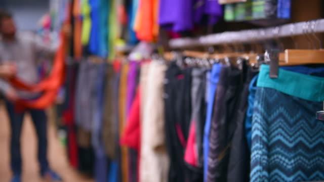odzież sklep - odzież sportowa filmów i materiałów b-roll